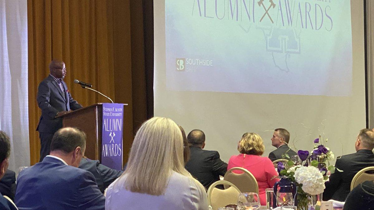 Larry Centers talks at SFA (SFA Alumni Association)