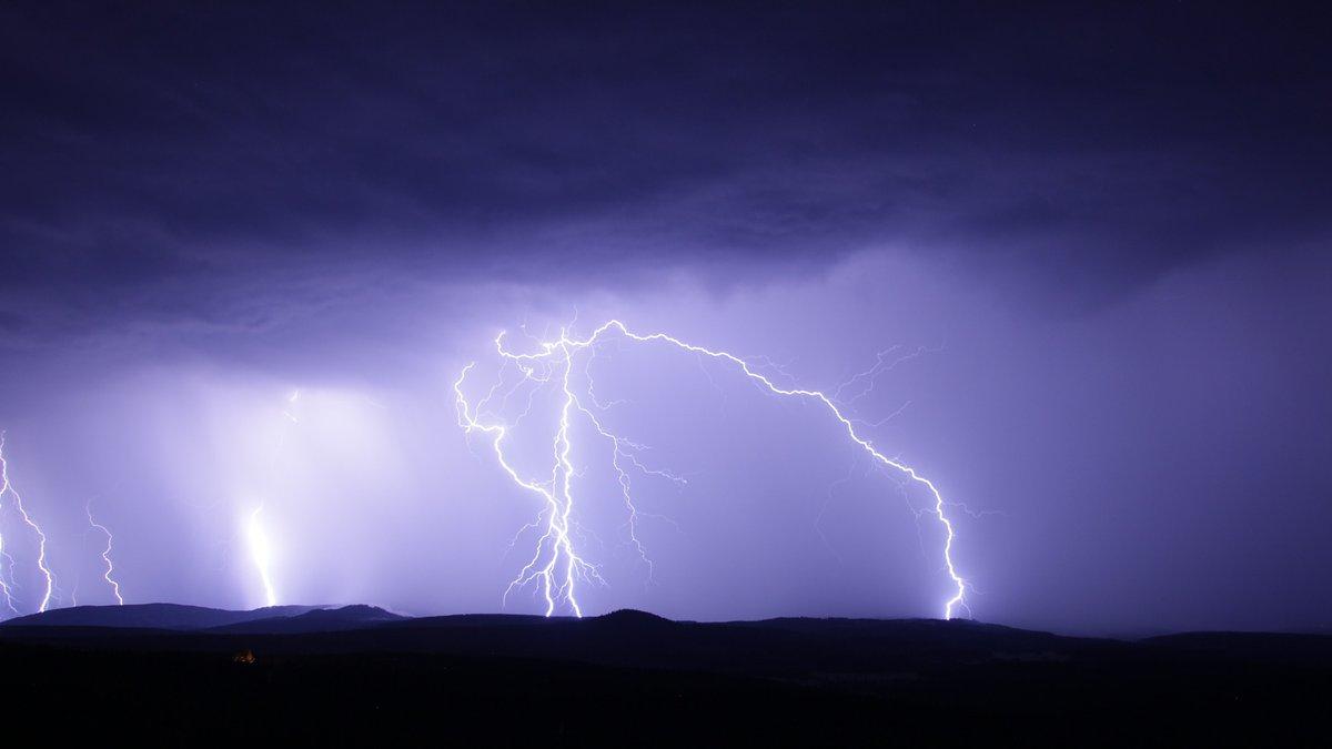 Lightning storm (Source: Pixabay)