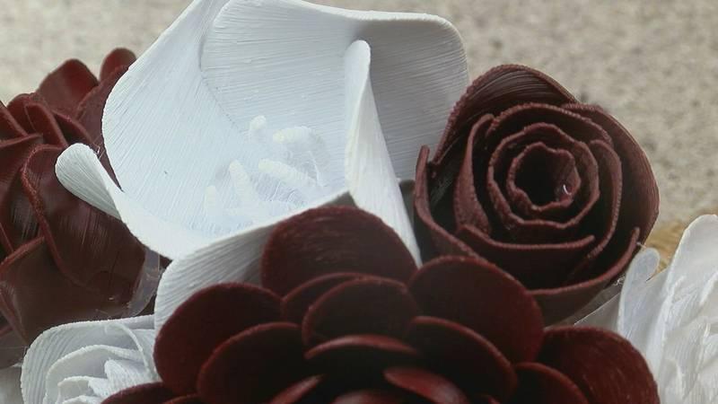 Couple made wedding flowers with 3D printer. (Arthur Clayborn/KLTV Photojournalist)