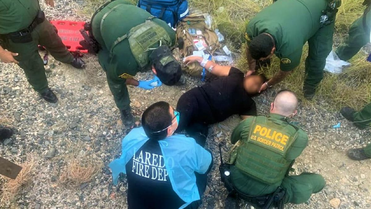 Agents assist injured woman