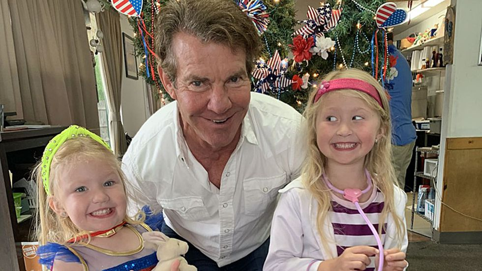 The actor asked for a picture with the two daughters of Hubbard City Councilman Marty Kimbrough.
